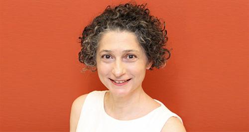 Das Bild zeigt unsere Wechseljahre-Expertin Dr. med. Nikoleta Athanassiou