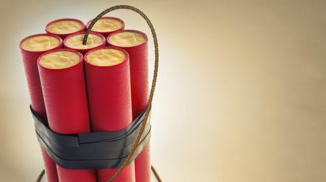 Feuerwerkskörper mit brennender Lunte
