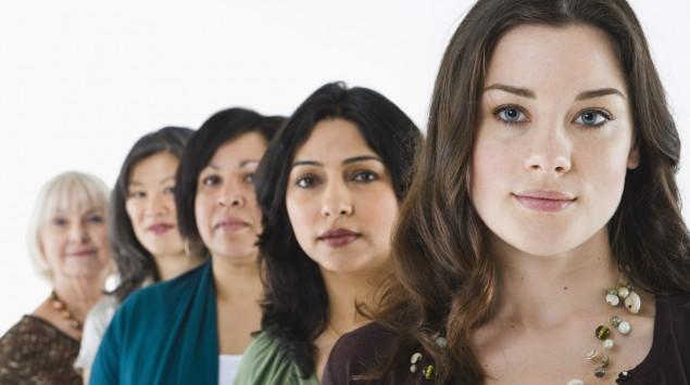 Das Bild zeigt Frauen unterschiedlichen Alters.