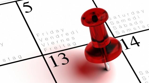 Ein Kalender, auf dem das Datum Freitag, der 13. markiert ist.