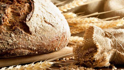 Brot und Getreide.