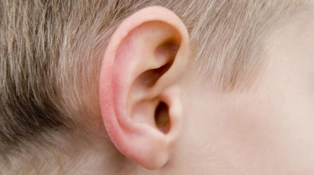 Das Ohr eines Jungen.