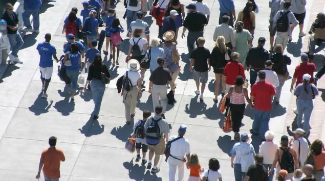 Das Bild zeigt eine Menschenmenge.
