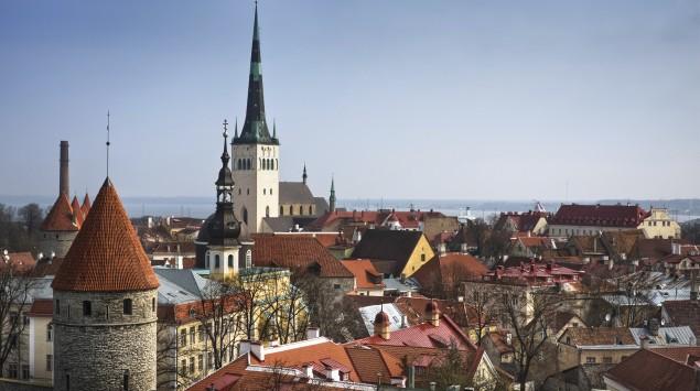 Man sieht die Altstadt von Tallinn.