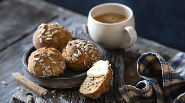Kaffee und Brot zählen in Deutschland zu den wichtigsten Niacin-Lieferanten.