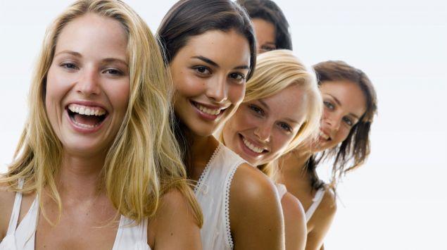 Mehrere lachende Frauen.