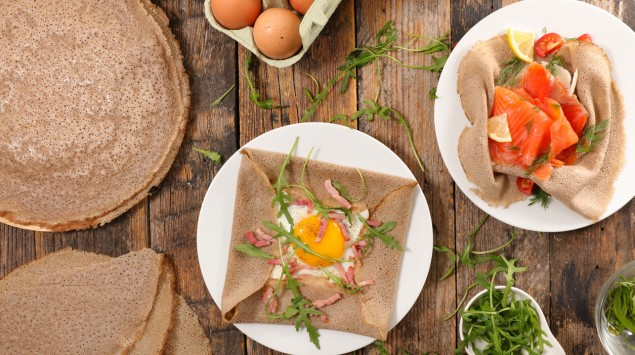 Buchweizen-Pfannkuchen mit Ei und Lacks