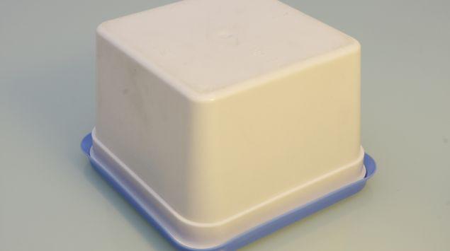 Das Bild zeigt eine verschlossene Plastikdose.