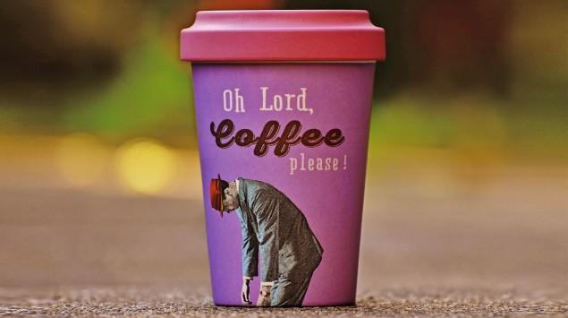 Ein Coffee-to-go-Becher