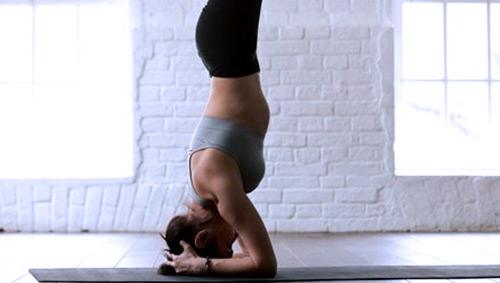 crossportal elevit 11 Frau Yoga Kopfstand