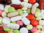 Man sieht viele verschiedene Tabletten und Pillen.