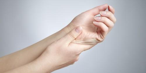 Debilidad y temblor en el brazo izquierdo