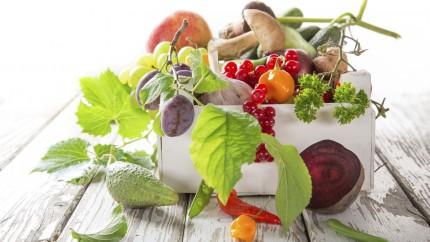 Un bodegón de frutas y verduras