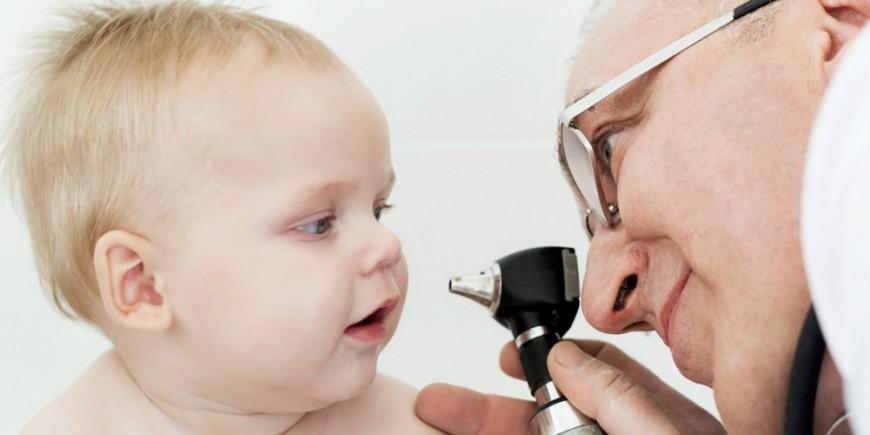 Resultado de imagen para medico revision de los oidos