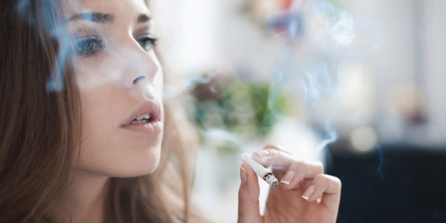 Las estampas el tratamiento contra el fumar