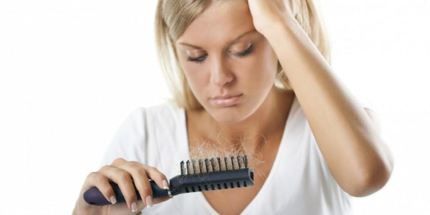 Regarder le traitement des cheveu
