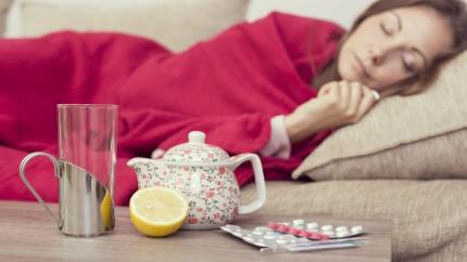 Femme malade qui se soigne.