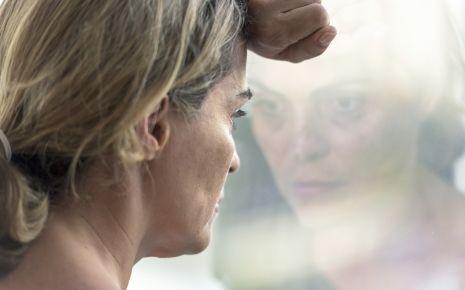 Eine gedrückte Stimmung zählt zu den Hauptsymptomen einer Depression.