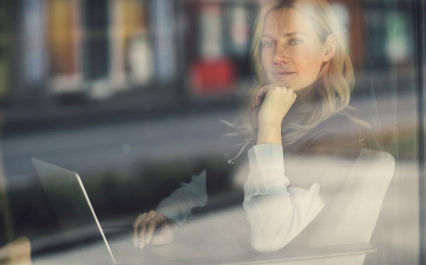 Andauernde Schmerzen belasten: Eine Fibromyalgie wird häufig von Depressionen begleitet.