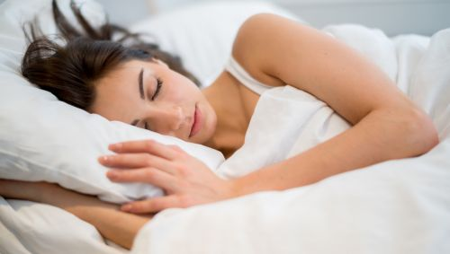 Eine schlafende Frau.