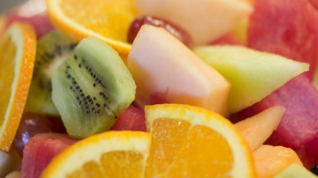 Man sieht Fruchtsalat.