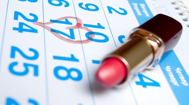 Ein Kalender, mit Lippenstift ist ein Darum markiert