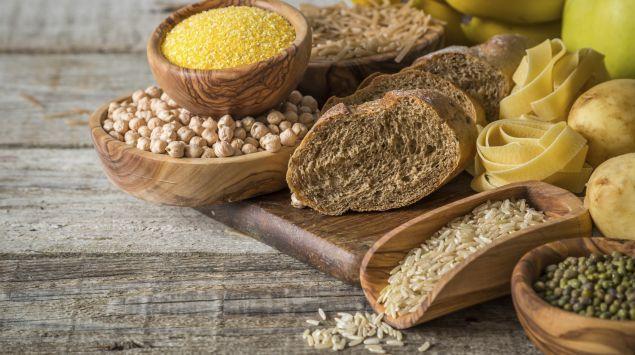 Unterschiedliche Lebensmittel mit Kohlenhydraten.