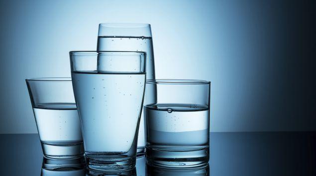 Vier Wassergläser.