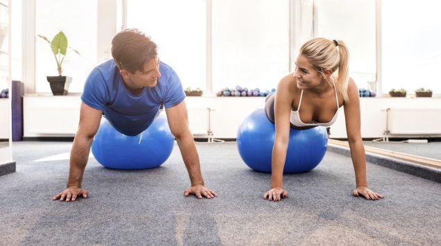 Wie Mann und Frau sich im Körperbau unterscheiden - Onmeda.de