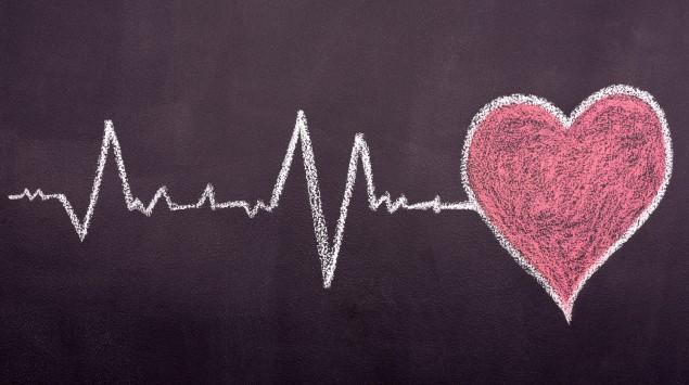 Kreidezeichnung mit Herz und Herzschlag
