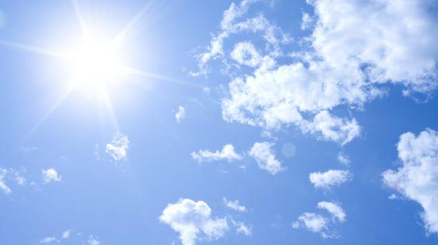 Ein strahlend blauer Himmel.