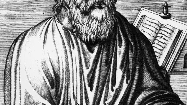 Darstellung des an einem Tisch sitztenden und schreibenden Hippokrates von Kos.