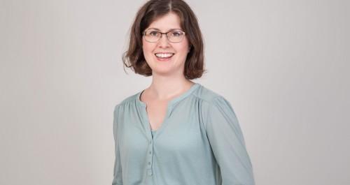 Das Bild zeigt ein Porträt von Geraldine Nagel.