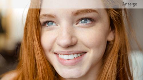 Das Bild zeigt eine junge rothaarige Frau.