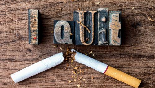 Das Bild zeigt eine zerbrochene Zigarette mit der Aufschrift I Quit.