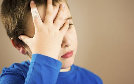 Auch Kinder können an Migräne erkranken.