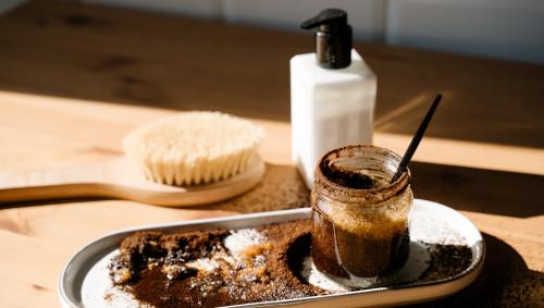 Selbstgemachtes Körper-Peeling aus Kaffee.