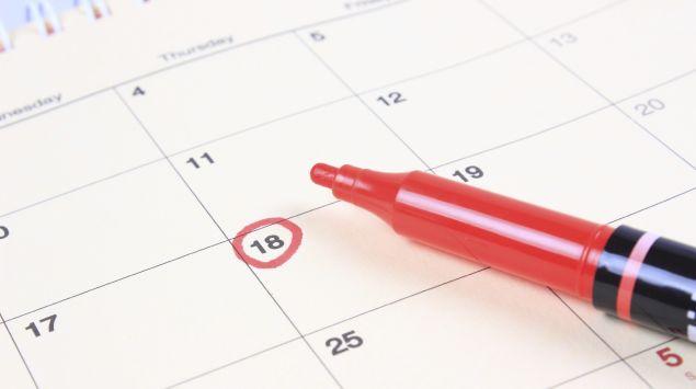 Man sieht ein Kalenderblatt mit einem markierten Tag.