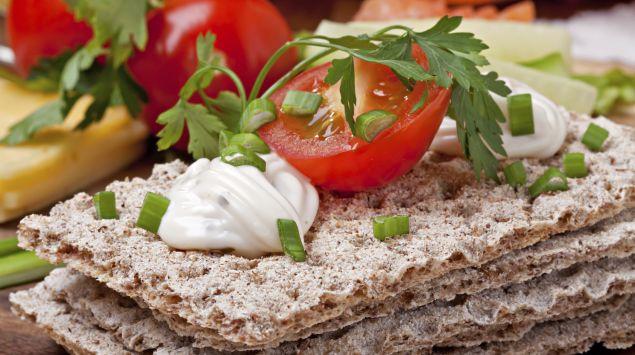 Knäckebrot mit Tomate