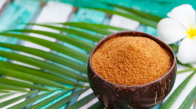 Eine Schale Kokoszucker.