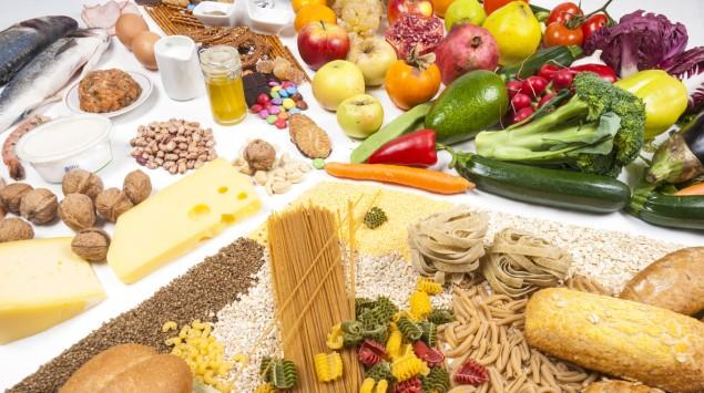Das Bild zeigt eine Auswahl unterschiedlichster Lebensmittel.