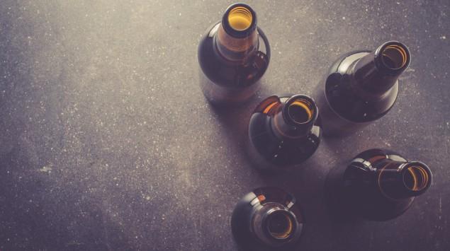 Leere Bierflaschen.