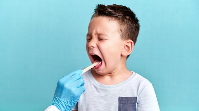 Kind beim HNO-Arzt