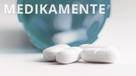Das Bild mit der Aufschrift Medikamente zeigt einen Behälter mit ein paar Tabletten.