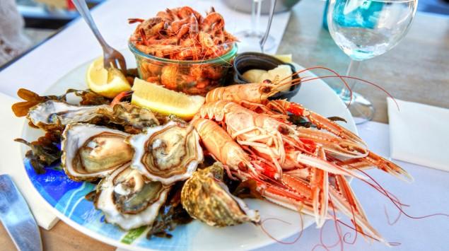 Ein Teller mit Meeresfrüchten.
