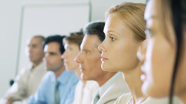Menschen im Profil: Etwa 10 bis 15 von 100 Menschen haben eine Persönlichkeitsstörung.