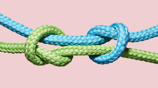 Zwei ineinander verknotete Seile: Die Coronakrise erfordert vor allem Zusammenhalt.