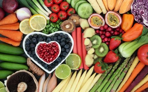 Man sieht verschiedene Sorten Obst und Gemüse.