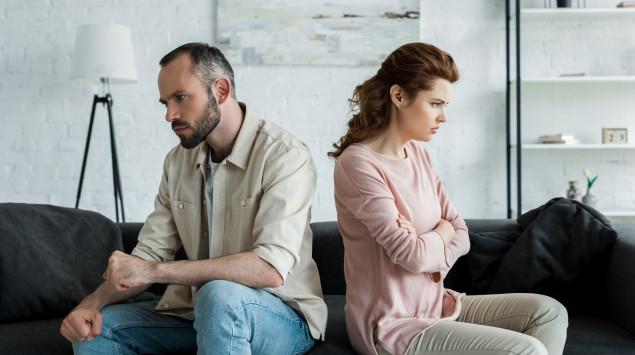 Mann und Frau im Profil: Eine Borderline-Beziehung erweist sich häufig als schwierig.