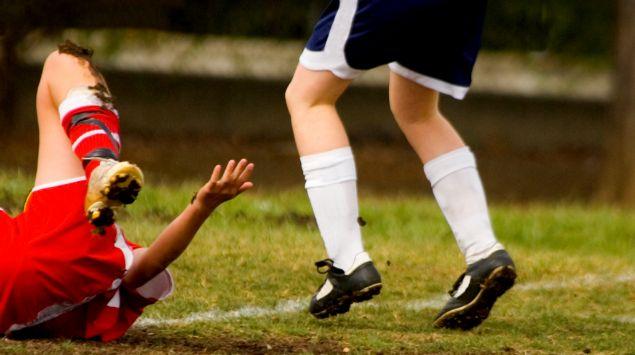 Das Bild zeigt zwei Fußballer.